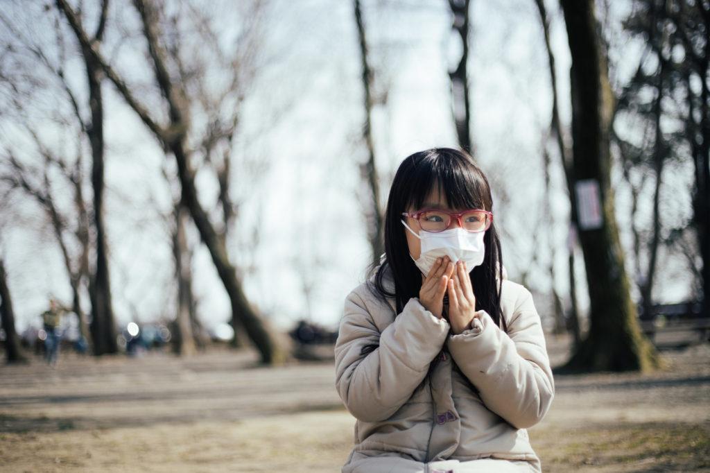 マスクをした女子