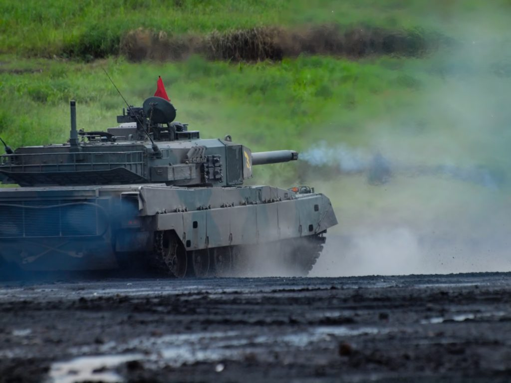 発砲する戦車