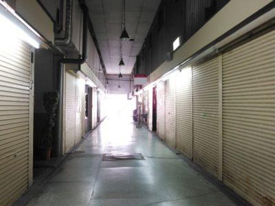 閉店中の店舗街