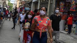 マスク姿のブラジル市民