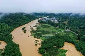 湖北省恩施で大規模な土砂崩れ