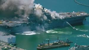 軍艦火災 米・サンディエゴ