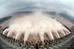 三峡ダム放水