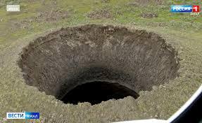 シベリアのヤマル半島永久凍土に深さ約50mの巨大な