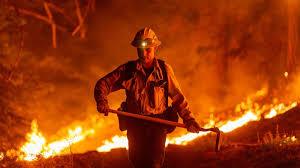 爆発的な火災が米国の3つの州を襲う