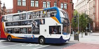 ヘビマスクの乗ったバス