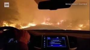 火事から逃げる家族