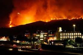 町に迫る炎
