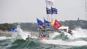 トランプ大統領支持者によるボートパレード