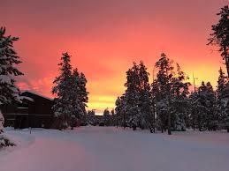 ヨセミテ国立公園がオレンジ色