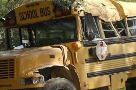 11歳の少年がスクールバスを盗み逃走