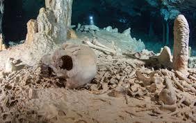 メキシコ、ユカタン半島の水中洞窟