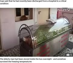 生きたまま冷凍ケースに入れられたバラスブラマニアン・クマール