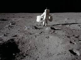 月面に大量の水存在