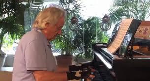 強盗と病に襲われ演奏できなくなったピアニスト