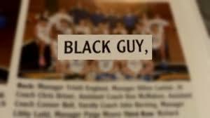 高校の年鑑アルバムで黒人生徒の名前が無く「黒人の男」と記載