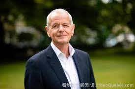 在重慶総領事スティーブン・エリソン氏救命行為。