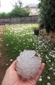 直径14cmにもなる巨大な雹