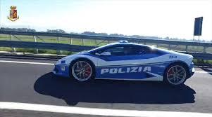イタリア「ランボルギーニ」の警察車両。