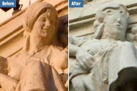 由緒ある建築物の芸術的な彫刻の修復ミス