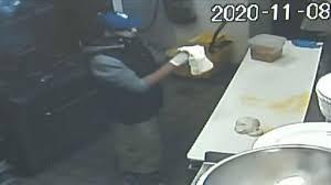お腹が空きすぎて、押し入った店でピザを作る強盗