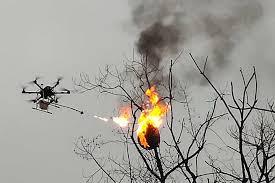 火炎放射器装着したドローンがハチ駆除