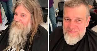 ホームレスに散髪するデイヴィッド・コダット