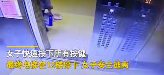 突然エレベーターが35階から急降下、 お手本のような対応で難を逃れた女性