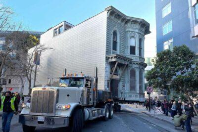 移動する築139年の建物Victorian House