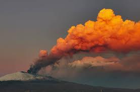 イタリアで大規模噴火 シチリア島エトナ山