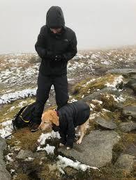 冬の山で2週間迷子だった犬ニーシャとジョン・フランソワ・ボンネットさん