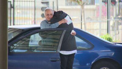 車上暮らしの77歳元教師、かつての教え子から多額の寄付を受ける