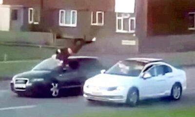 車にはねられた男性が宙を舞う衝撃映像