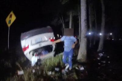 米保安官代理、横転した車を持ち上げる 身動き取れない女性を救出