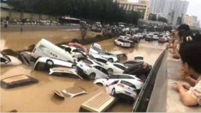 中国定州市の金光トンネルで約4800台の車が浸水、数千人の死者
