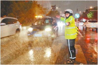 中国の四川省で豪雨、避難・被災の動画!