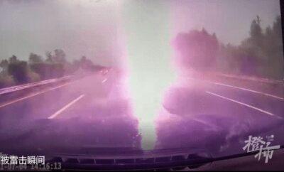 中国で高速走行中に落雷しドライブレコーダーがとらえたスリリングなシーン!