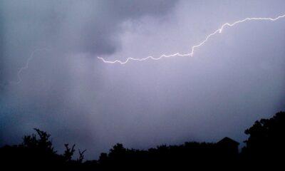 打ったゴルフボールに雷が直撃(米テキサス州)の動画!